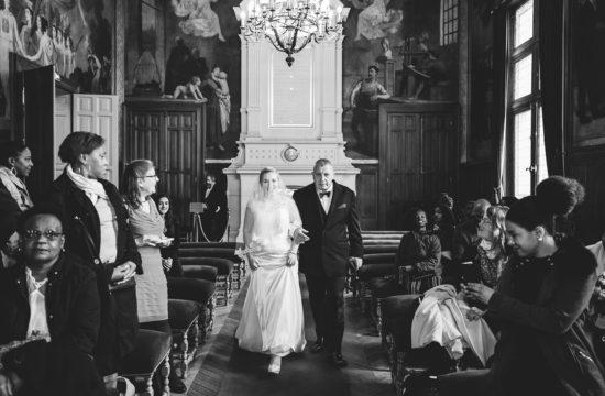 Entrée de la mariée et de son père dans la mairie